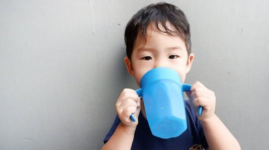 Memilih Tempat Minum yang Tepat untuk si Kecil