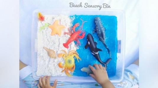 Ide Bermain: Taste-safe Beach Sensory Play