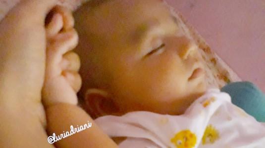 Hal yang Perlu Dilakukan saat Bayi Jatuh dari Tempat Tidur