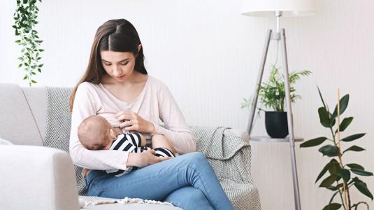 7 Tips Sukses ASI Eksklusif untuk Working Mom