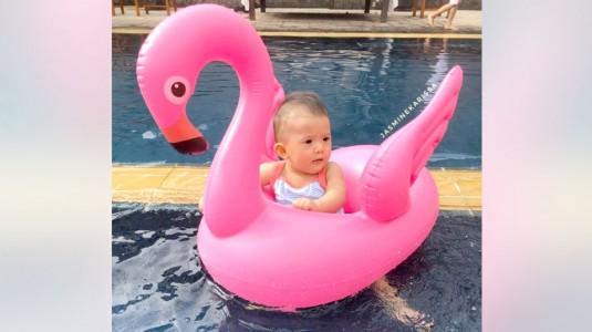 Tips Mempersiapkan Si Kecil Berenang untuk Pertama Kalinya