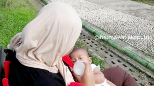 Cegah Kolik dengan Botol Susu Anti Kolik yuk Moms!