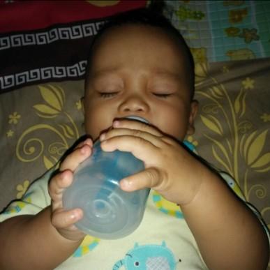 Botol Susu Anti Kolik: Solusi Atasi Kolik yang Dialami Buah Hati