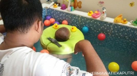 Manfaat Berenang untuk Si Kecil