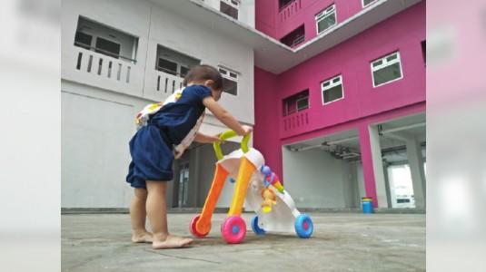 Biarkan Anak Belajar Jalan dengan Bertelanjang Kaki