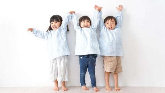 8 Tips Membuat si Kecil Tumbuh Bahagia