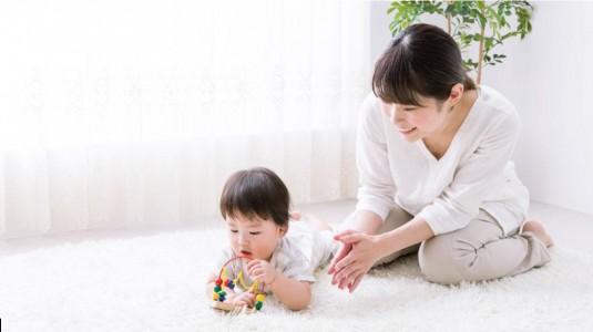 Moms, Ini Tanda-tanda si Kecil Tumbuh Bahagia