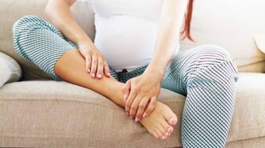 Penyebab Kaki Bengkak Pada Ibu Hamil
