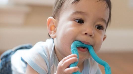 Moms Harus Tahu: Ini Dia Perbedaan antara Teether dan Pacifier