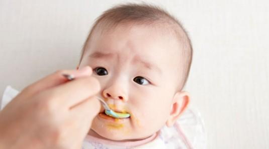 Teknik Spoon Feeding untuk Memulai MPASI