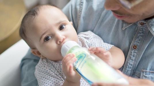 Mengapa Botol Susu Berbahan Kaca Lebih Baik untuk si Kecil?