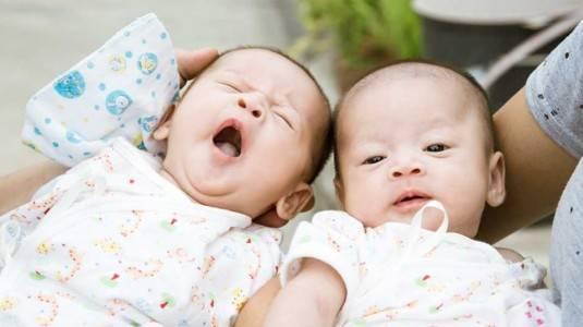 Resiko Mengandung Bayi Kembar