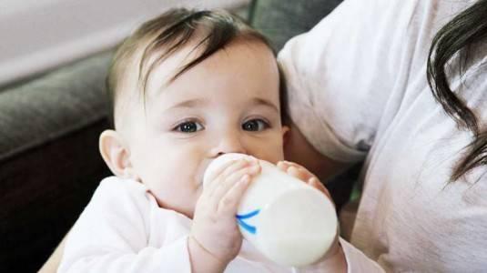 Mengenal Bahan Botol Susu PC, PP, PESU, Manakah Yang Terbaik?