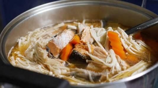 Sup Jamur Enoki With Salmon
