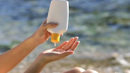 Memakai Sunscreen Menyebabkan Alzheimer?