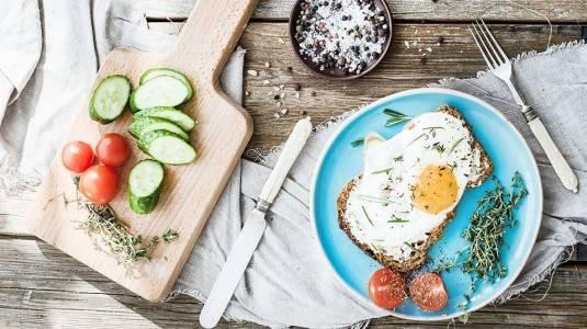 Hamil 9 Bulan: Apa Saja Makanan yang Harus Dikonsumsi dan Dihindari?