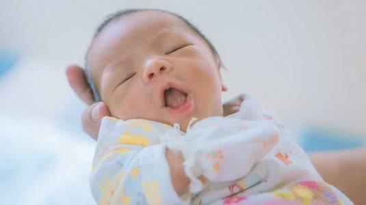 Bayi Sering Menguap, Apakah Berbahaya?