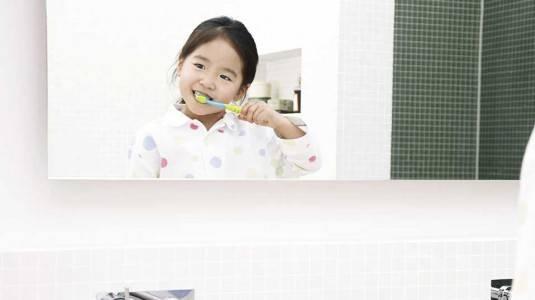 Trik Agar si Kecil Mau Menggosok Gigi