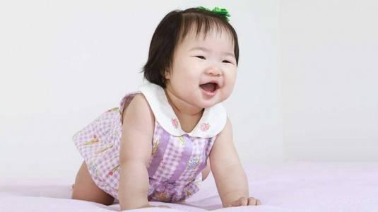 Stimulasi Bayi Merangkak, Berdiri, dan Merambat