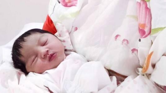 Mengapa Bayi Haid dan Payudaranya Besar?