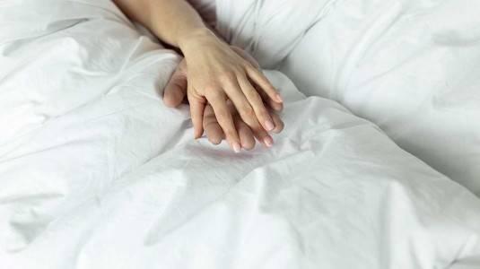Hamil 7 Bulan Masih Bolehkah Berhubungan Intim?