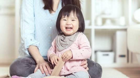 Bagaimana Cara Membantu si Kecil Berbicara?