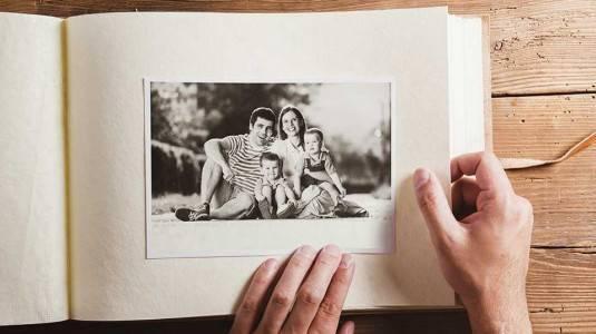 Kembangkan Kemampuan Berbahasa Si Kecil Melalui Foto Keluarga?