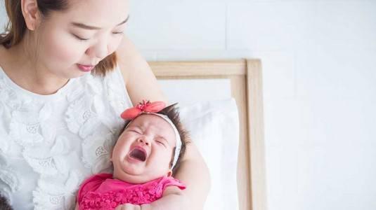 10 Tips Tenangkan Bayi Menangis Tanpa Sebab