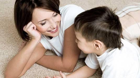 5 Mitos Membesarkan Bayi Bilingual