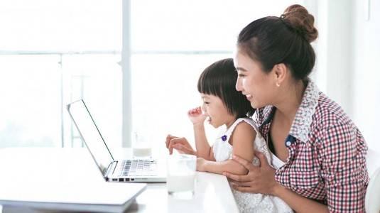 Bagaimana Agar Tidak Merasa Bersalah Meninggalkan Anak Untuk Bekerja?