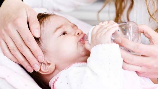 Perlukah Air Putih pada Bayi?