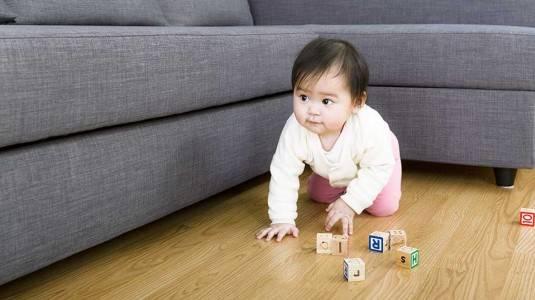 Perhatikan Hal ini saat Bayi Mulai Merangkak