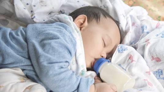 Tahukah Moms Bahwa Sleep Training Dapat Mempermudah Proses Menyapih?