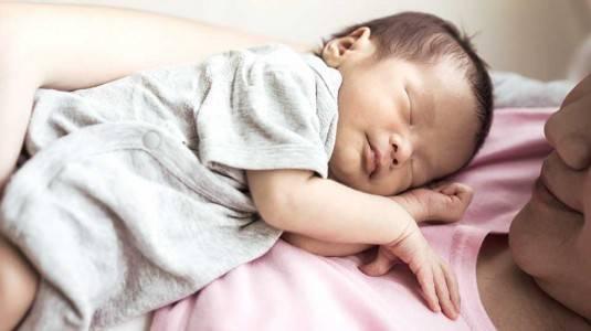 Tips Berdua dengan Newborn di Rumah