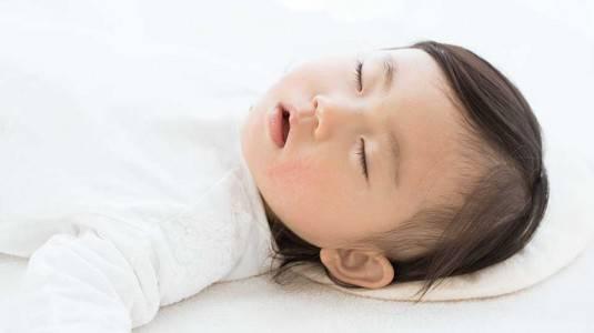 Cara Mencegah dan Mengatasi Kepala Peyang pada Bayi