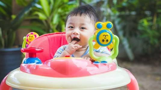 Apakah Benar Baby Walker Membuat Bayi Lebih Cepat Berjalan?