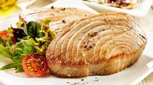 Tuna Steak with Mushroom Sauce