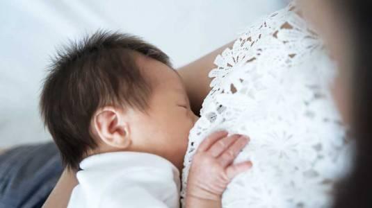 Alasan Bayi Menolak ASI & Cara Mengatasinya