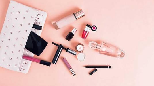 Bolehkah Menggunakan Kosmetik Saat Hamil?