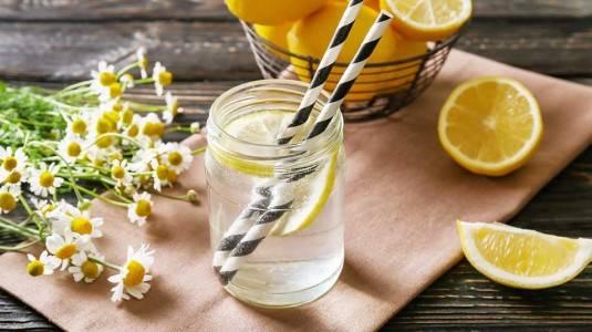 Manfaat Air Lemon untuk Ibu Menyusui