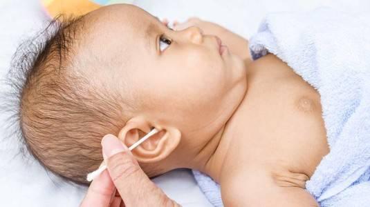 Membersihkan Telinga Bayi dengan Benar dan Aman